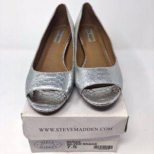 Steve Madden Size 7.5 Silver Peep Toe Flats